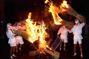 タバンカ祭の炎